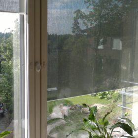 screenkaihdin ikkunan välissä